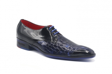 Fike model shoe, manufactured in Croco Patent Blue Lady Charol Negro