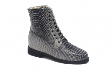 Janes Ankle Boot model, manufactured in Anaconda Blanca y Negra Forro Beige