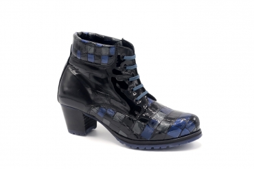 Ankel Boot model Bimba, manufactured in Saratoga Nº 2 Charol Negro.