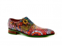 Zapato modelo Flower Power, fabricado en napa flower power.