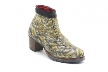 Esme Boot model Indigo, manufactured in 126 Nilo Amarillo