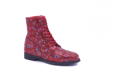 Berry Ankle Boot model, manufactured in 102 Samoa Bermello