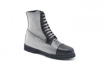 Tarly Ankle Boot model, manufactured in Anaconda Negra y Blanca