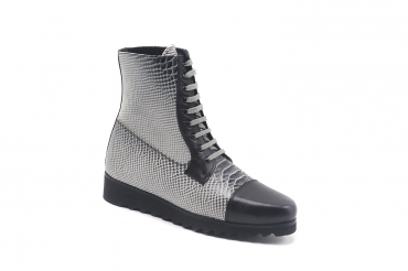 Vitaly Ankle Boot model, manufactured in Anaconda Negra y Blanca