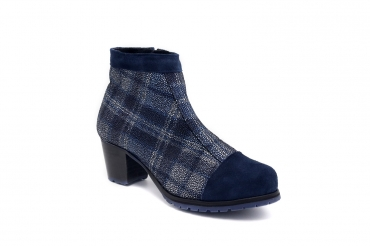 Ankle Boot model Indigo, manufactured in AFELPADO AZUL MARINO Napa Maykel