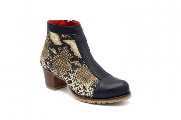 Ankle Boot model Kaa, manufactured in ANABRA VELOUR NATURAL Napa Negra