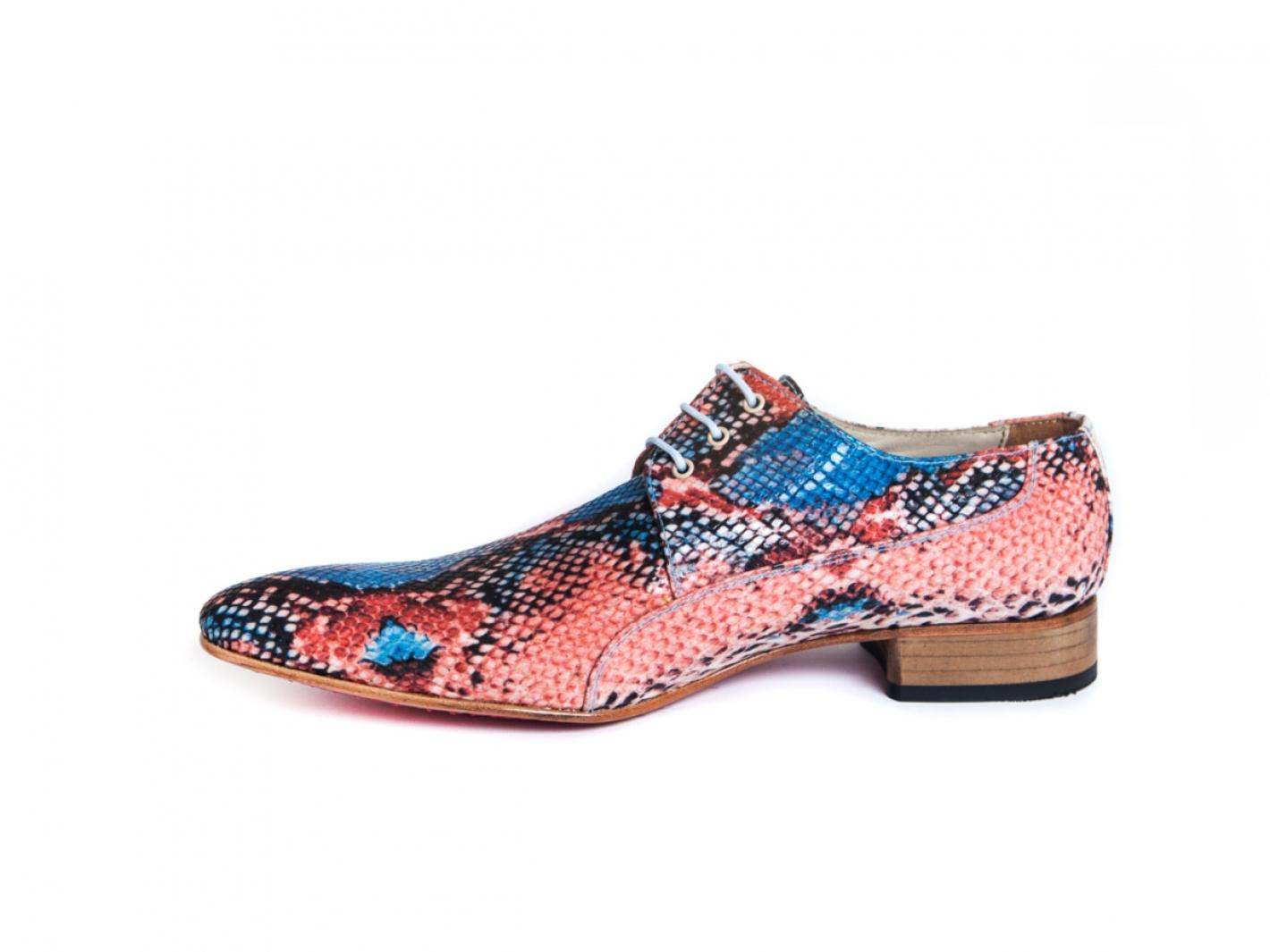 Mod le de chaussure cambodge fabriqu en serpent corallien for Acheter maison cambodge
